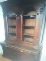 Korabeli üveges szekrény 1889