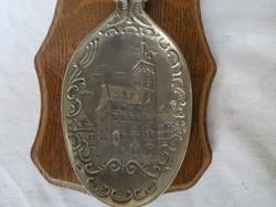 Fém - Díszkanál - 1992. Évszámozott ón kanál, keményfa tartóval, 23 x 12 cm - Német
