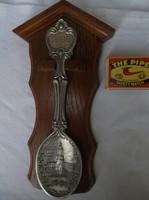 Fém - Díszkanál - 2005. Évszámozású ón kanál, keményfa tartóval, 23 x 12 cm - Német