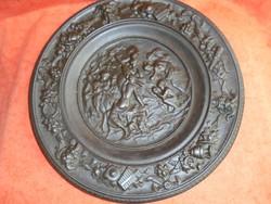 Nagy méretű antik figurás öntött vas tányér