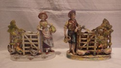 2 db régi , kézzel festett porcelán figurás kaspó