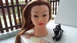 Babafej hosszú hajjal tartóval