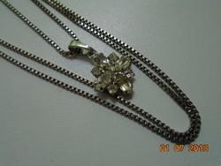 Csiszolt,fazettált köves medál ezüstözött foglalatban,ezüstözött lánccal