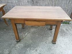 150 éves biedermeier asztal.