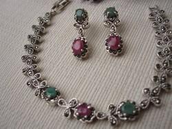 Markazit, smaragd és rubin köves ezüst karkötő 14,9 gr
