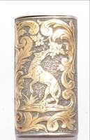 Miniatűr ezüst szelence arany vadászjelenettel nyitható fedelén címerpajzs monogrammal