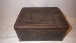 Antik pléh doboz , oldalán különböző jelenetekkel gyűjtőnek
