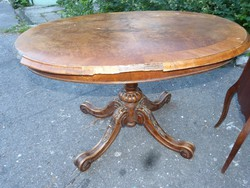 Reneszánsz stil asztal.