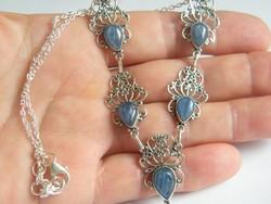 Kézműves,ezüst nyaklánc Kyanittal.