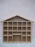 Miniatűr díszeknek fali polc 42 x 41 x 5 cm.