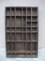 Miniatűr díszeknek fali polc 33,5 x 51,5 x 5 cm.