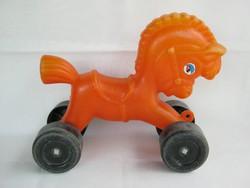 Retro műanyag trafikáru játék lovacska ló