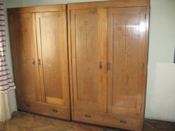 Antik akasztós és polcos szekrény (ruhásszekrény)
