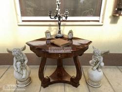 Antik bútor, felújított Biedermeier sarokasztal, íróasztal.