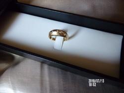18 K arany gyűrű 5 brill kővel