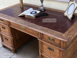 Antik bútor, viaszolt Neóbarokk íróasztal, térbe helyezhető.