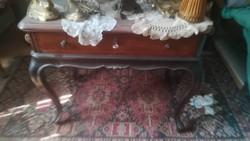 Barokkos dohányzóasztal