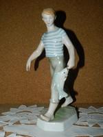 Ritka Zsolnay halász fiú.