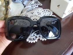 Bottega Veneta luxus napszemüveg a márkára jellemző finom elegáns  megoldásokkal