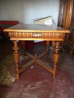 Restaurált ónémet asztal toldható oldalanként 35 cm-rel mérete 75x75x100