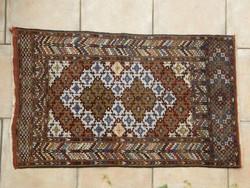 Beludzs antik szőnyeg