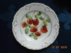 Birodalmi kétfejes sas jelzéssel egyedi,kézzel festett szamócás,dombormintás tányér-15 cm