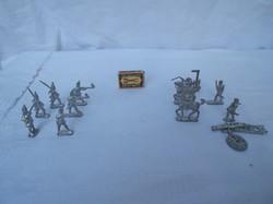 Ólomkatonák 12 db Régi Osztrák  Francia, Német csata, 12 db, lovasok:7 x 5 cm, gyalogosok: 5 x 4 cm