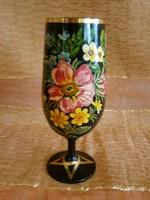 Virág mintával festett nagyon szép fekete üveg talpas pohár, kehely Portugáliából