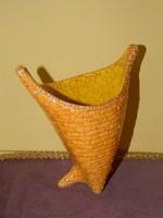 Gorka Géza kerámia váza sérült.