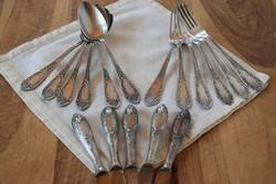 Vastagon ezüstözött evőeszköz készlet