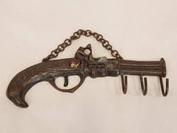 Retro vicces pisztolyos kulcstartó