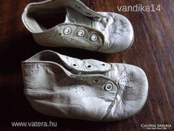 Antik fehér bőrtalpú babacipő, baba cipő, gyermek cipő