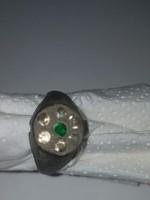 Kövekkel díszített bronz gyűrű