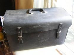 Nagyméretű szerszámos táska bőrönd