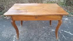 150 éves bécsi barokk asztal.