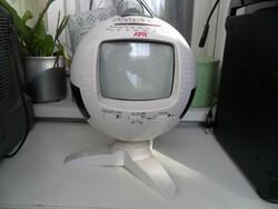 Foci formájú kis televízió