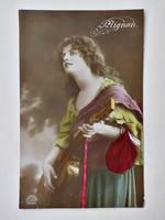 Lány gitárral  romantikus képeslap