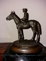 Versenylovas bronz szobor