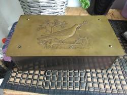 Antik doboz ,réz borítással , galamb motívummal