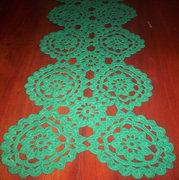 Horgolt terítő zöld 90 x 33 cm.V