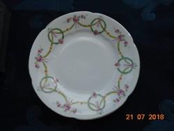 Girlandos szecessziós dombormintás tányér