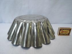Fém  - kuglóf forma - Retro - nagy 19 x 14 cm - hibátlan