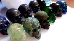 Eredeti faragott  kristály koponya kb:5cm és 7- 10dkg súlyú