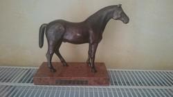 Bronz ló márvány talpon. Szignózott. REKASSY L.