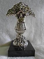Régi jelzett Mária kis Jézussal fémszobor, fekete gránit talapzaton