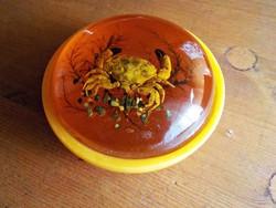 Borostyán színű ékszerdoboz valódi rák díszítéssel