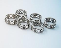 Német 835-ös finomságú ezüst szalvétagyűrűk, rózsás minta