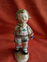 Német porcelán kisfiú virág csokorral figura