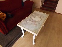 Neobarokk stílusú asztal. vintage kézzel festett