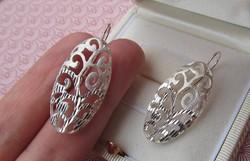 Vésett mintás mutatós ezüst fülbevaló - dekoratív darab. - új